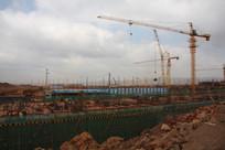 昆明新机场建设工地上的塔吊