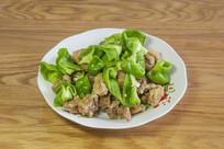 一盘青椒炒肉段半成品
