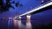 波光粼粼的武汉二桥