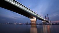 灯光映射下的二桥