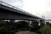 二桥下的公园
