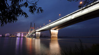 飞架两岸的武汉二桥