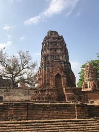 红砖寺庙建筑