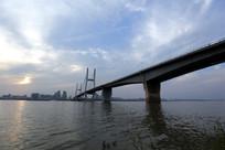 跨江的二桥
