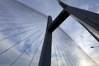 蓝天下的二桥桥塔
