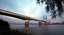 夜幕中的长江二桥