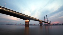 夜色中的长江二桥