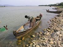 伊洛瓦底江上的渔夫