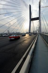 正在通行的二桥