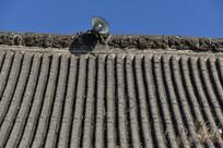 农村民房屋脊上的广播喇叭