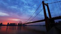 太阳西下的鹦鹉洲大桥