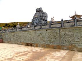 天葬台的藏传佛教浮雕
