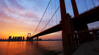 晚霞中的鹦鹉洲大桥