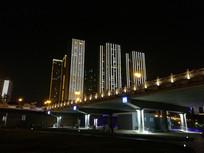 大桥与高楼夜景