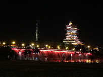 美丽的东方红大桥与越王楼夜景