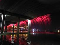 美丽的桥面喷泉夜景