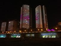 暖暖的城市高楼夜景