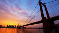 晚霞漫天的武汉鹦鹉洲长江大桥