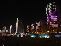 五彩斑斓的城市高楼夜景