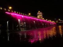 紫色的大桥喷泉夜景