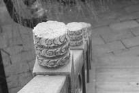 公园楼梯扶手黑白图片
