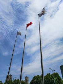 蓝天白云旗帜