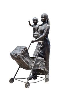 白色背景母子雕塑
