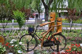 创意骑单车的木头人