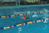 儿童游泳池游泳比赛