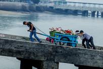 码头拉板车