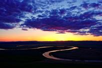 牧场河湾暮色风景