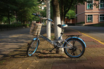 阳光下的自行车
