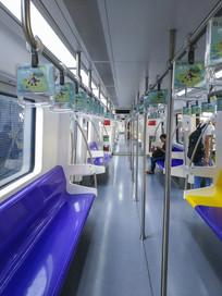 地铁4号线车厢