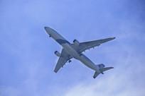 客机飞过头顶