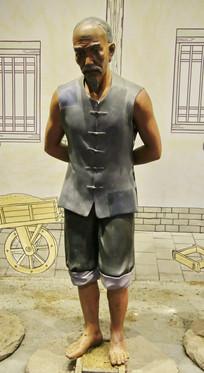 二锅头酿酒场景雕像踩曲老人