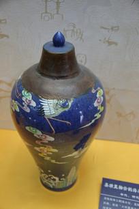 明代嘉靖蓝釉云鹤海水纹梅瓶