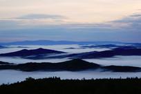山峦云雾风景