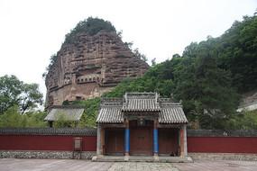 麦积山石窟脚下的瑞应寺