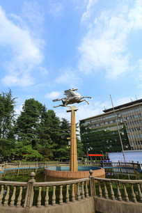 夏天的飞马广场