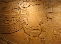 壁刻古人冶炼青铜鼎