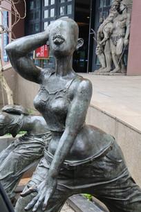 铜雕大屁股女孩雕像
