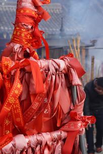 许愿的红色绸带