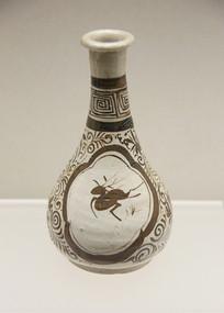 元代釉下彩跃鹿纹长颈瓶
