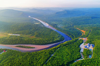 激流河森林风景