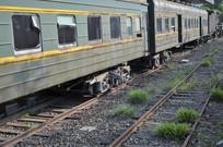 绿皮火车车厢近景