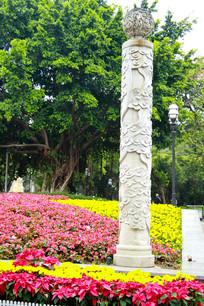 广州公园前图腾柱子