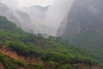 青山与云雾