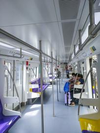 地铁列车厢