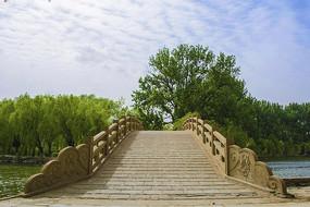 二一九公园虹桥与漫天白云