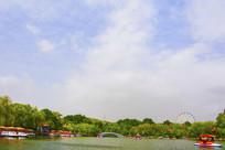 劳动湖虹桥与树木彩云
